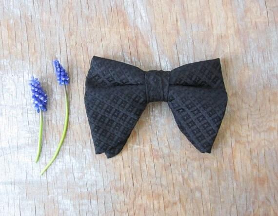 1960s black bow tie / vintage clip on bow tie
