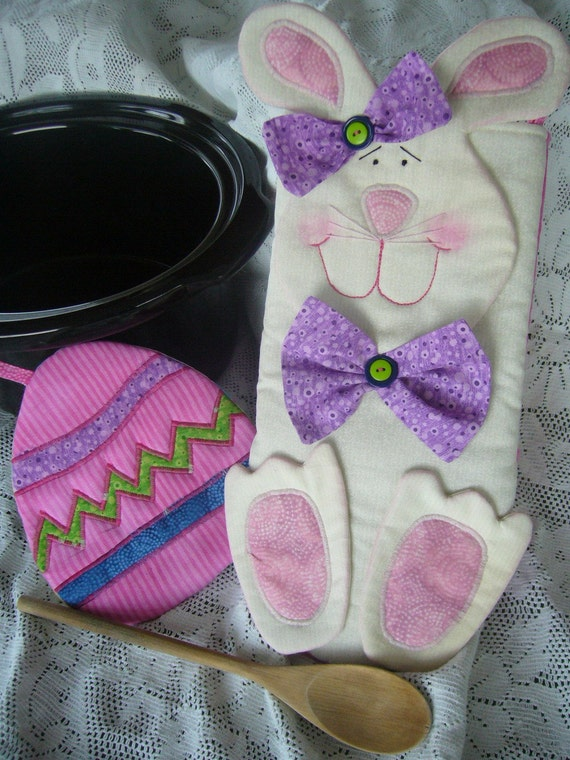 Easter Bunny Oven Mitt and Easter Egg Pot Holder Set