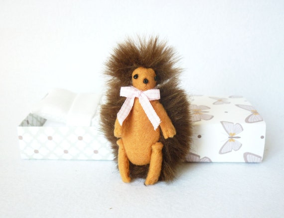 Felt plush miniature hedgehog of the woods in matchbox