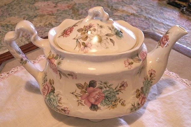 Arthur wood teapot england antique bouquet s floral chintz