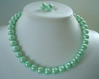 Chunky Mint Apple Green Glass Pearl Beaded Necklace Set     Great for Bridesmaid Gifts