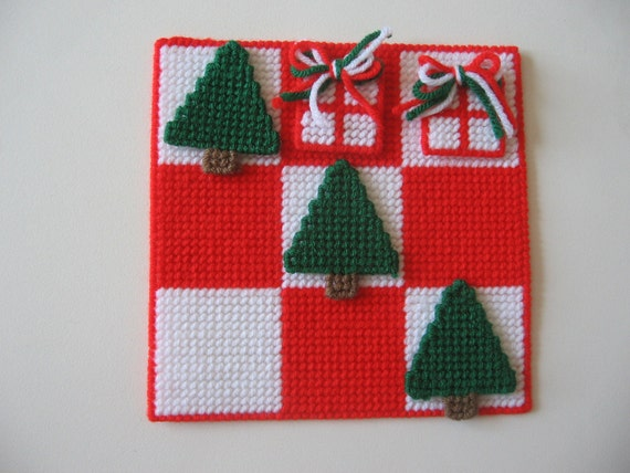 Plastic Canvas Christmas Tic Tac Toe