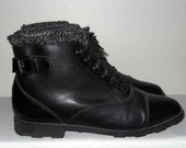 Sz 9 Vintage black lace up leather granny boots with side buckles and insole insulation.