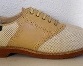 Sz 9 Vintage two tone lace up women Bass shoes.