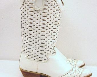 SZ 7 VINTAGE white leather cutout Women boots.