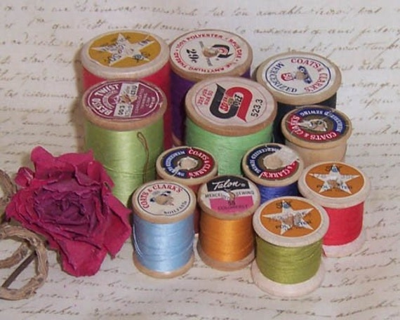 12 VINTAGE WOODEN THREAD SPOOLS 1930-1970 NICE COLLECTION