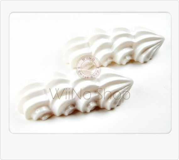 White Whip Cream Shell Border Cabochons Deco - 6 pcs