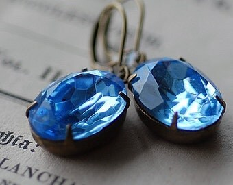 FREE SHIPPING Vintage Light Sapphire Crystal Faceted Oval Jewel Earrings Hollywood Regency Brides Wedding Bridesmaids