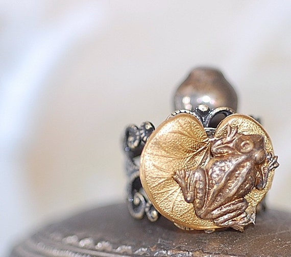 FREE SHIPPING Ring Baby Frog and Lily Pad Antiqued Brass romantic cute sweet girl retro