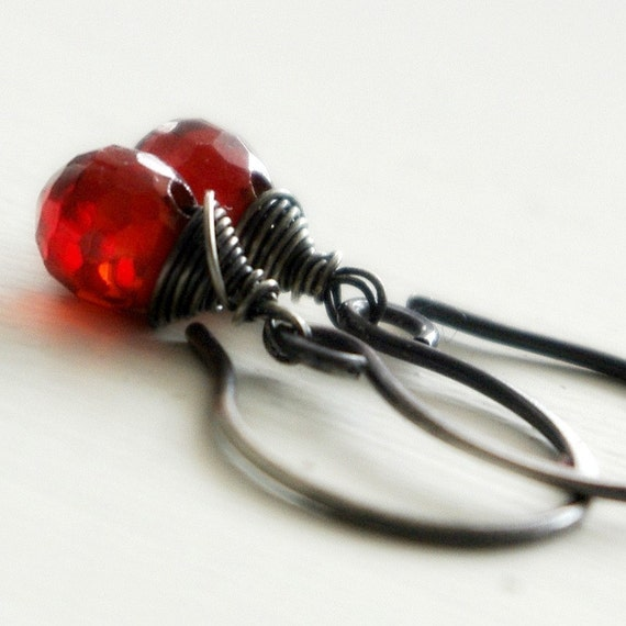Red garnet cubic zirconia and oxidized sterling silver earrings - Passion