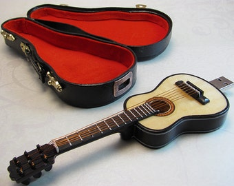 Mini Guitar USB Drive 16 GB with Detailed Guitar Carrying Case