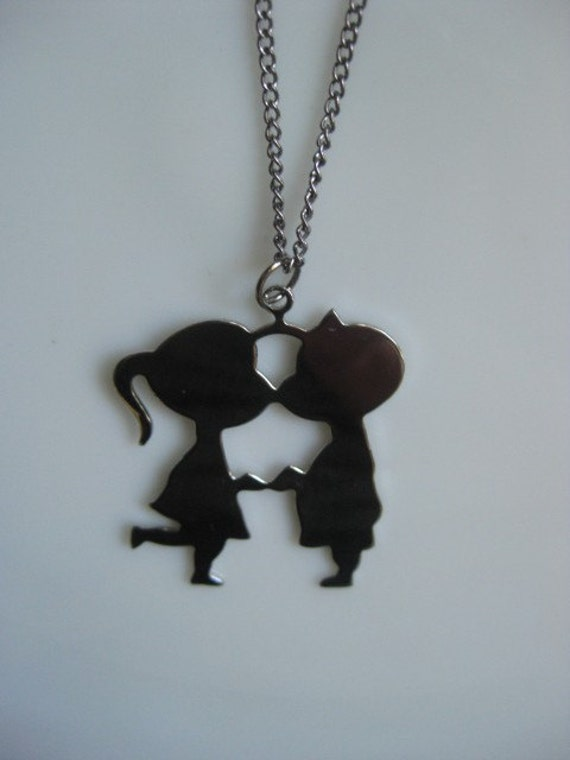 Vintage 1970 S Boy And Girl Kissing Necklace