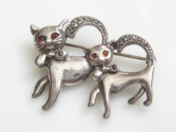 Adorable Vintage Sterling Silver Cats Pin Brooch with Marcasite & Ruby Rhinestone Accents 925