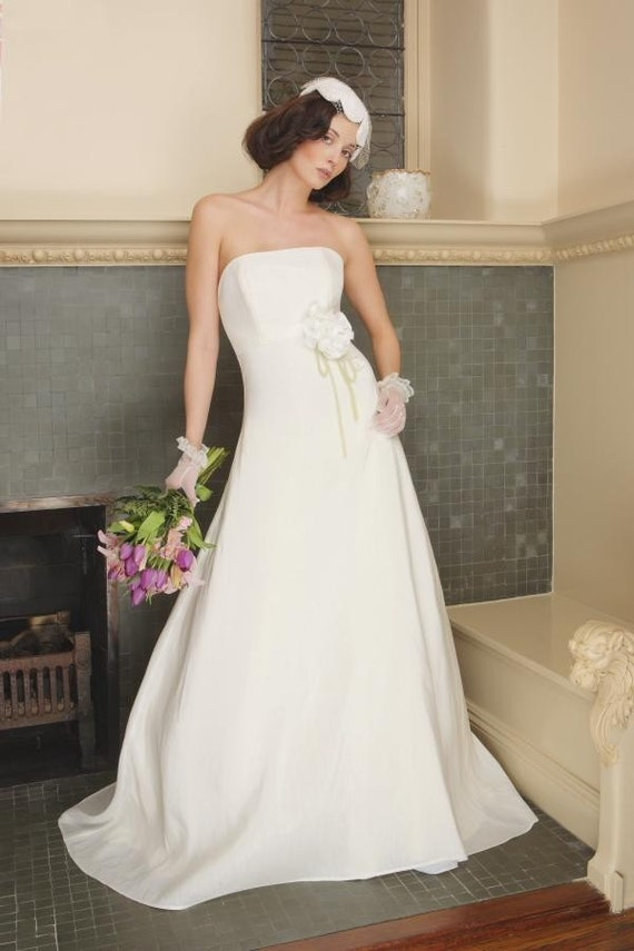 Sample sale size 10 wedding dress couture eco friendly for Eco friendly wedding dresses