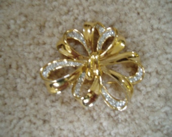 Big Beautiful Rhinestone Brooch...