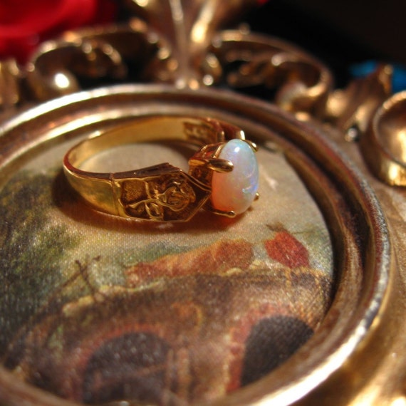 Vintage SKAL 14K Gold Ring With Opal Stone