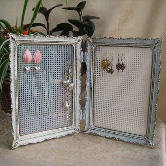 picture frame jewelry holders repurposed vintage picture frame jewelry display 9673