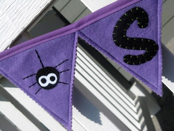 Spooky Pennant Garland with Cute Spiders