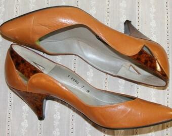 7 Vintage 80s Martinez Valero Tan Heels Pumps Mottled Tortoise Vinyl Kitten Heel