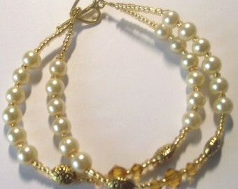 pearl Bracelet with gold crystals and spacer beads
