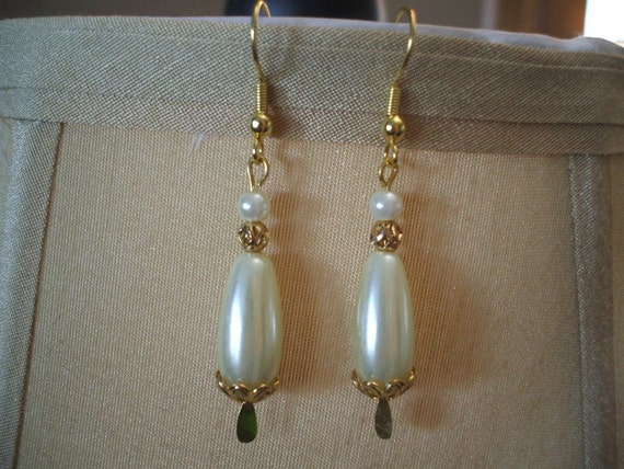 Pretty Creamy Ivory Teardrop Pearl Earrings on Gold Toned Wires