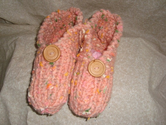 Baby Pink Womens Knitted slippers with wooden button Size 5-9