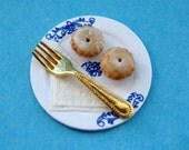 1/12th Scale Dolls House Miniature Food Item, One Pair of Mince Pies with Golden Fork on a Hand Decorated Plate