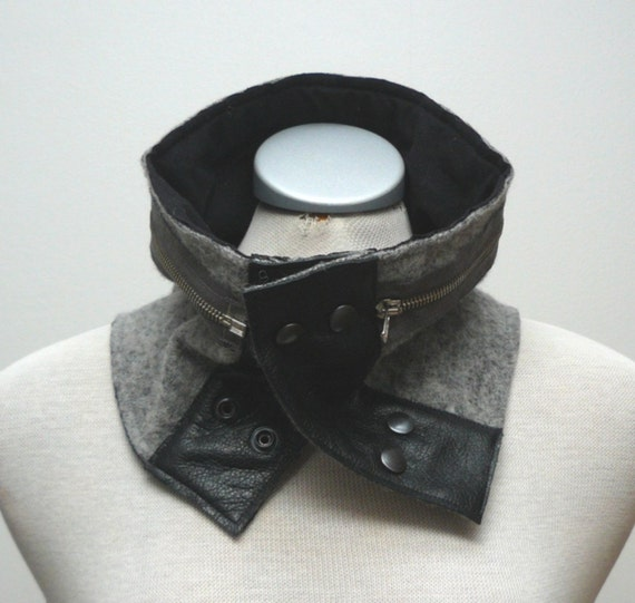 SALE - LAST PIECE - Grey woollen cowl with black leather details, decorative zipper and metal snap closure