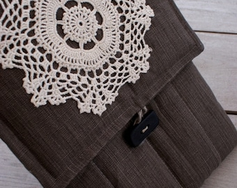 Laptop sleeve for 13 inch Macbook/ linen / wooden button