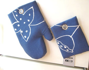 FRIDGE MAGNET/ a Gourmet Gift/ Blue Pot Holder and Oven Mitt / Kitchen Magnetic Wall Decor