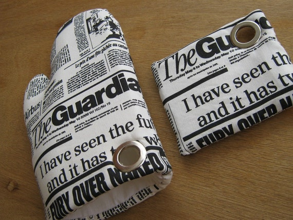 the NEWSPAPER oven mitt and pot holder set with an embodied magnet.