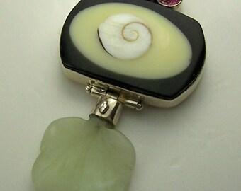 Lovely Vintage Sterling Silver, Shiva Shell & Gemstones Designer Pendant