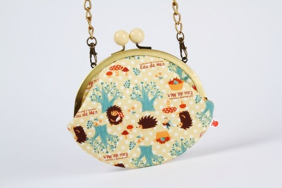 Big pale yellow bobble - Hedgehogs on pale yellow - metal frame purse with shoulder strap