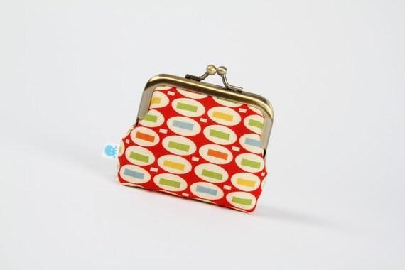Deep mum - Peas on red - metal frame purse