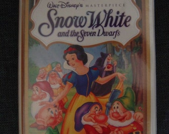 Snow White and the Seven Dwarfs Walt Disney Masterpiece Clamshell VHS