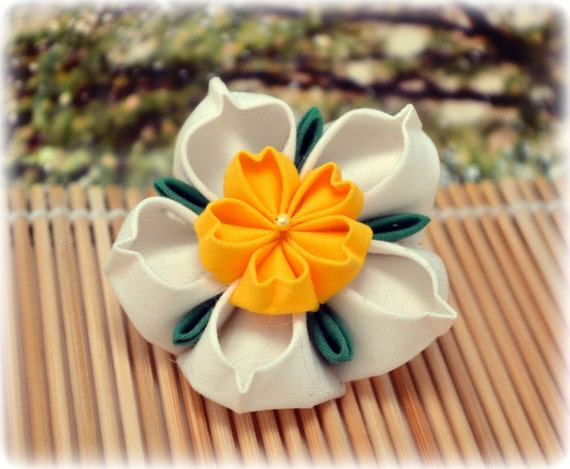 Spring Daffodil Japanese Kanzashi Brooch Pin