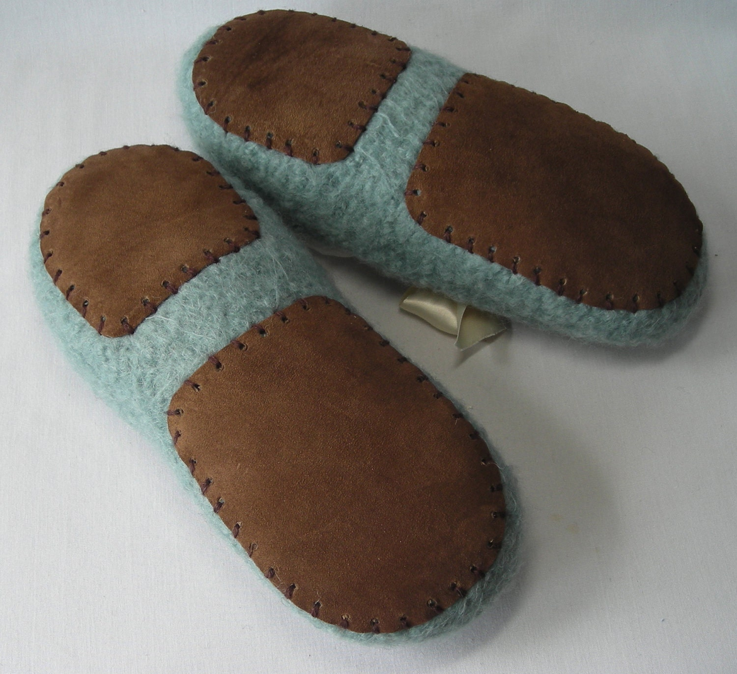 German-Slippers is the gate to the world of fine Austrian and German clogs, mules, home shoes, house and bedroom slippers for people of all ages and from all walks of life. We offer free shipping worldwide on all our house shoes – be it men's slippers, clogs for men, women's slippers or clogs for women.