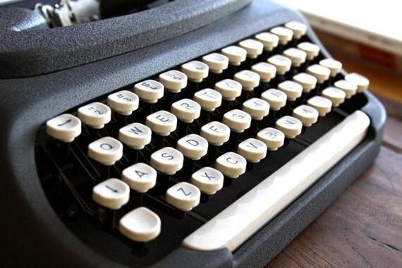 Vintage Royal DART Compact Typewriter