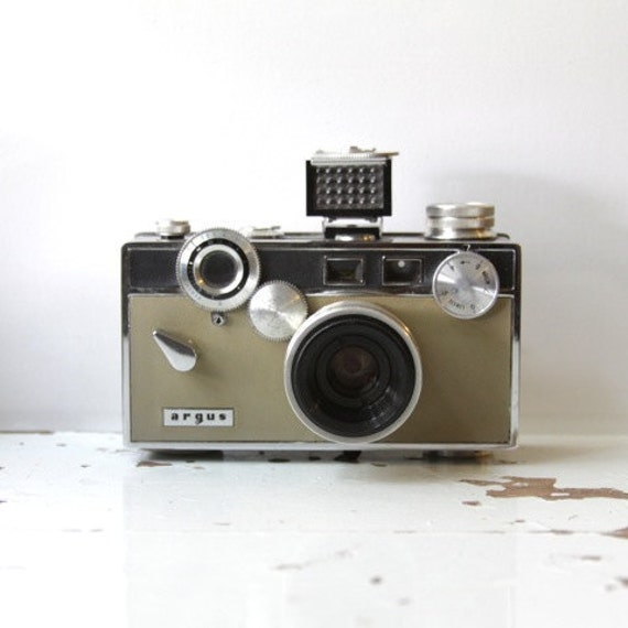 Vintage ARGUS C 3 Camera complete with Original Box, Instructions and Case C3