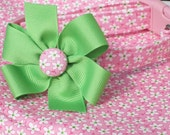 SALE Dilly Dally Daisy Dog Collar with Pure Green Bow, Size SMALL Only