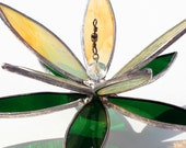 3D stained Glass Suncatcher - Floating Water Lily - Green- Golden