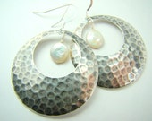 Hammered silver earrings, pearl earrings, large hoops,.... HAMMERED HOOPS