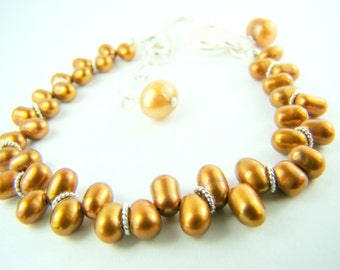 Bronze pearl bracelet, fall fashion... Bronze Pearl Dainty