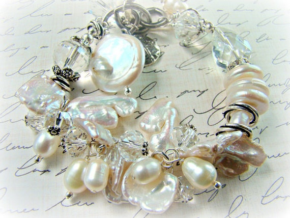 Chunky pearl bracelet, white pearl bridal bracelet,... MODERN CINDERELLA