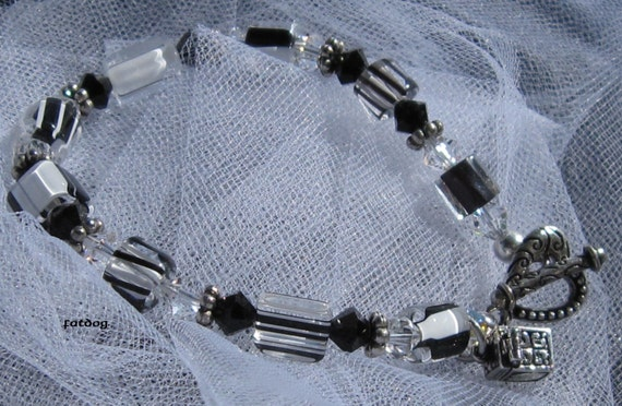 fatdog Bracelet - B1046 Black and White Stripe Cane Glass and Crystal with Prayer Box