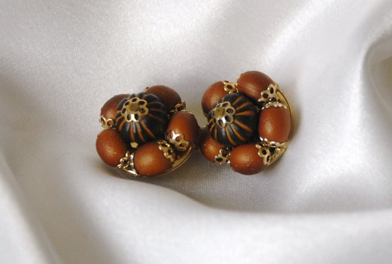Vintage Wooden Brown and Gold Beaded Cluster Clip On Earrings Marked Hong Kong