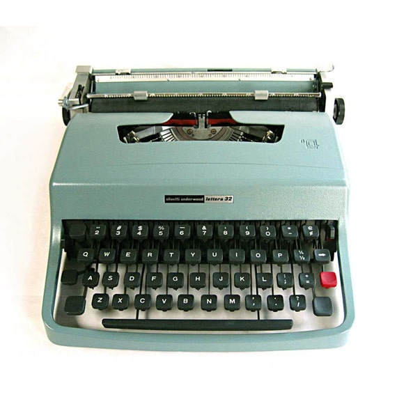 TYPEWRITER OLIVETTI Lettera 32 Underwood aqua blue green with original case retro office mid century office decor manual portable typewriter