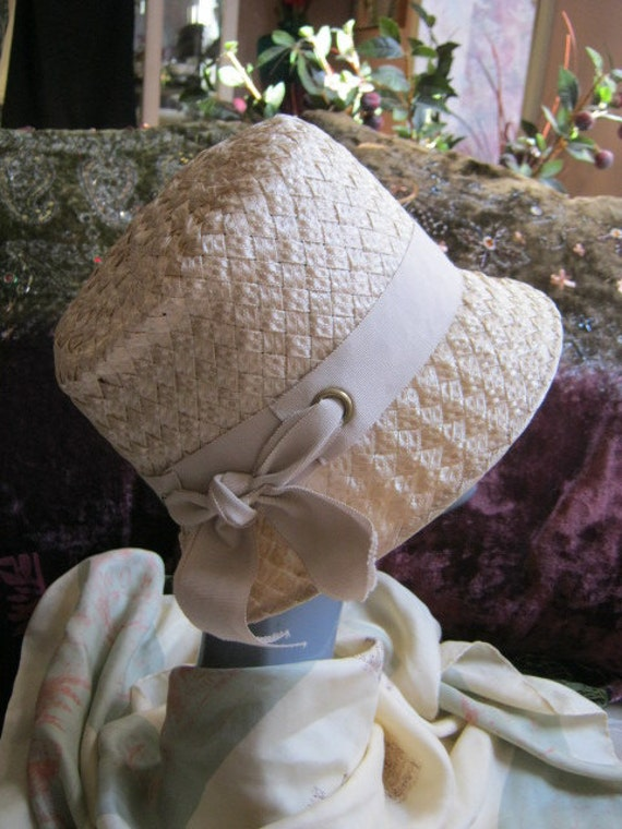 Light taupe beige wide woven raffia casual hat with grosgrain band and bow