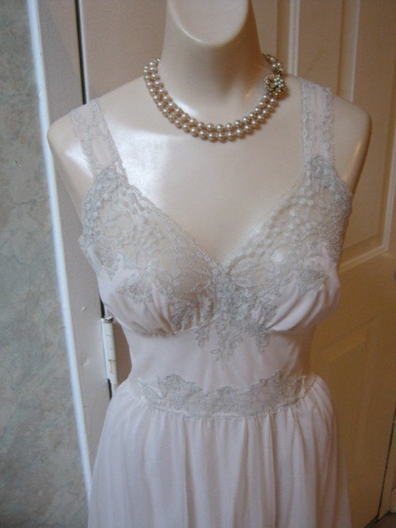 Perfect sleep gown below knee blush nylon lavish greige lace Van Raalte size 36