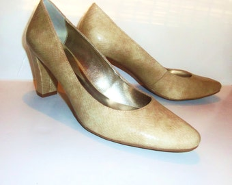 "Vintage Bone Beige Snakeskin Shoes Faux Reptile 3"" High Heel Pumps Etienne Aigner size 9 VEGAN"